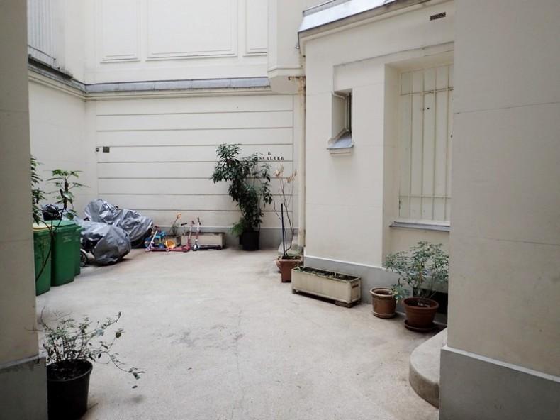 Paris 9è Liège, Appartement T2 parquet