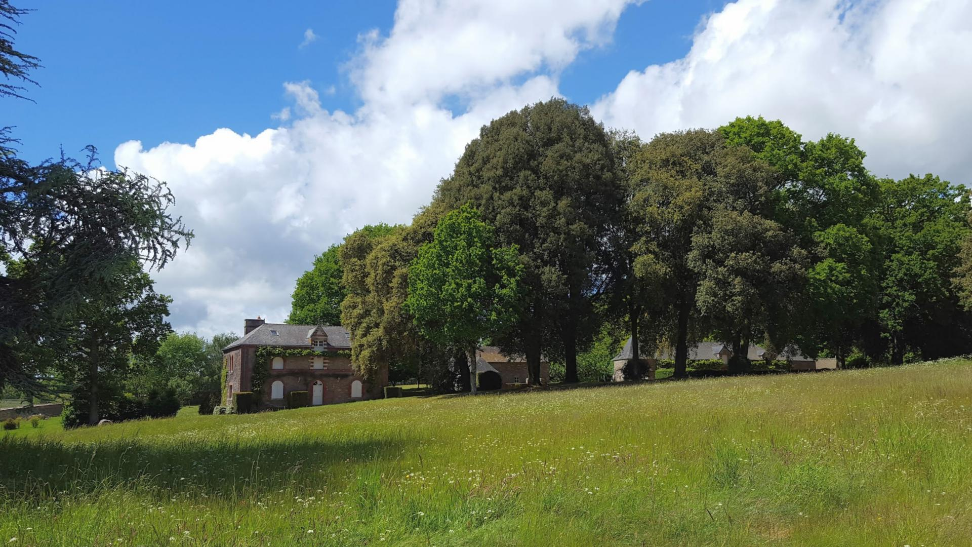 Propriétés château et dépendances sur 156Ha vue rivière