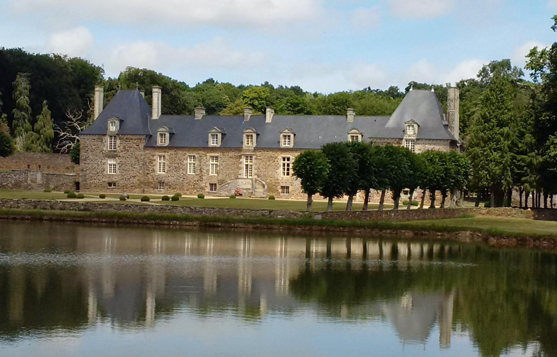 Château 17-18e s. ISMH dépendances et parc VENDU