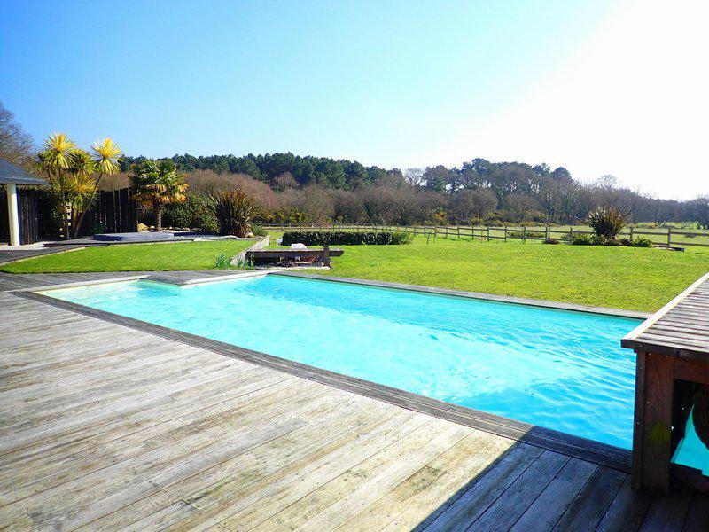 Grande maison contemporaine piscine garages